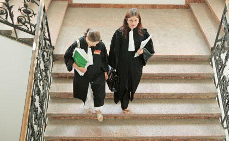 Locuri de munca vacante la Reff & Asociatii pentru absolventii de Drept promotiile 2009-2010